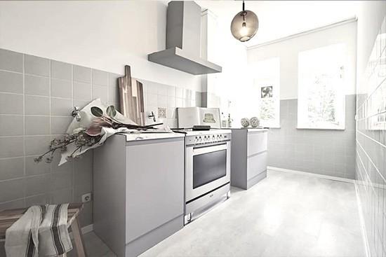 Tschangizian Home Staging mit  CUBIQZ 2-in-1 reversible Pappküche und freistehender Herd aus Pappe