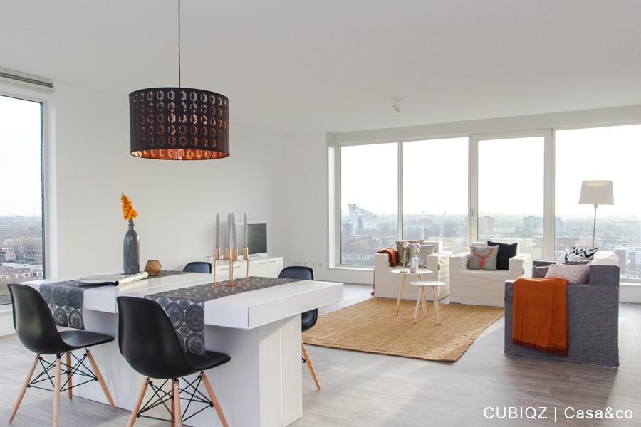 5. Home Staging mit CUBIQZ Pappmöbel; 3-er Sofa in GRACE und Tisch aus Pappe