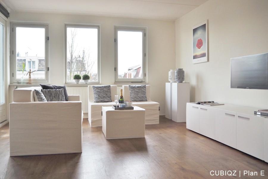 20. Home Staging mit CUBIQZ Pappmöbeln; Stühle ohne Armlehnen mit Stoffbezug in Off White