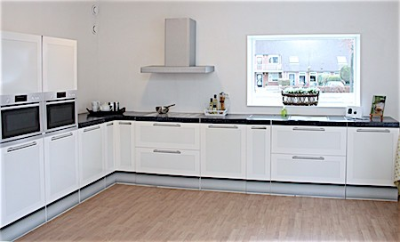 CUBIQZ cardboard kitchen for Home Staging