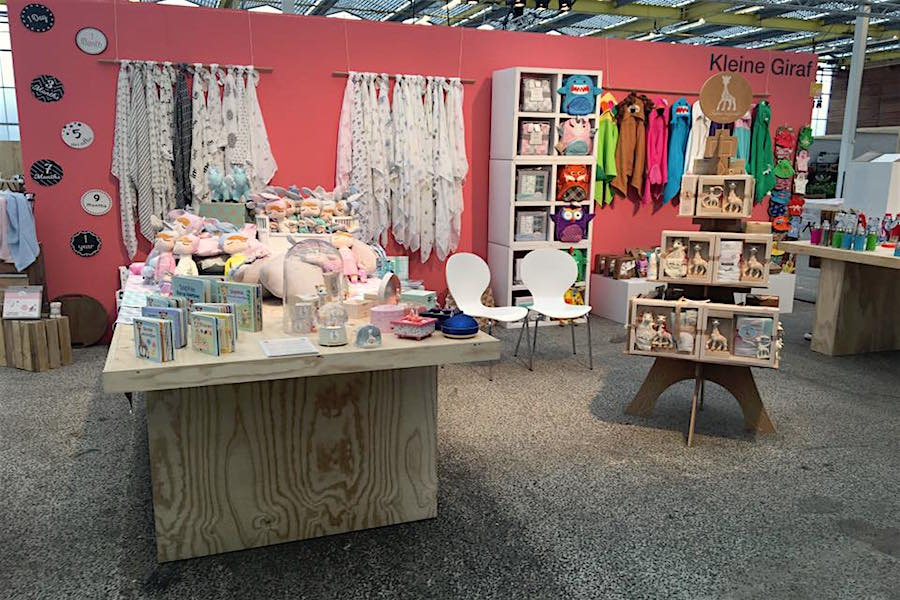 CUBIQZ PAPPMÖBEL LUUCK FÄCHERSCHRANK MIT 8 FÄCHERN für Expo