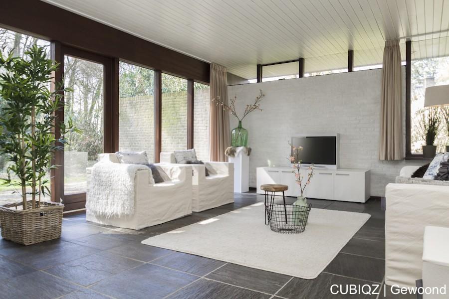 16. Home Staging mit CUBIQZ Pappmöbel; TV-Möbel doppelt und TV aus Pappe mit Fotodruck