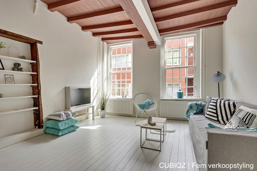 12. Home Staging mit CUBIQZ Pappmöbel; TV aus Pappe