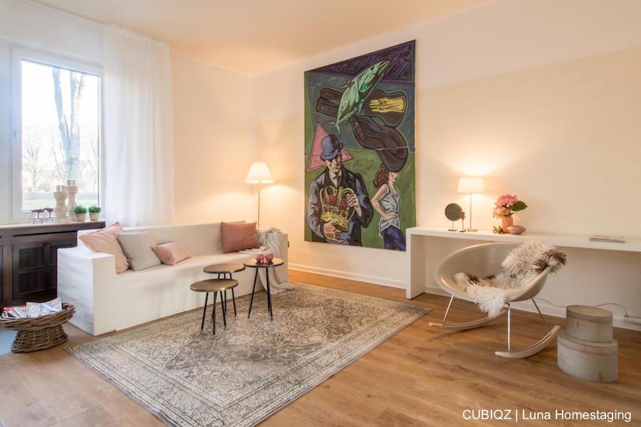 6. Home Staging mit CUBIQZ Pappmöbel; 3-er Sofa mit Bezug in Off White