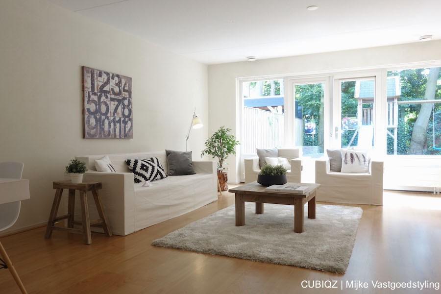 11. Home Staging mit CUBIQZ Pappmöbel; Für ein noch schöneres Ergebnis empfehlen wir Ihnen die Pappmöbel mit echten (leichtgewichtigen) Accessoires und Kissen zu dekorieren